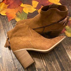 NWT Universal Thread heeled booties